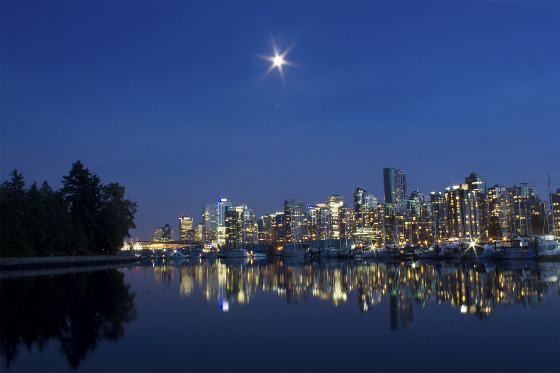 3-Savannah-Rose---Vancouver-Skyline-from-Stanley-Park