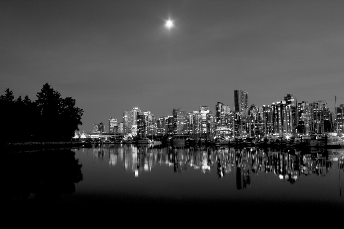 9-Savannah-Rose---Vancouver-Skyline-from-Stanley-Park