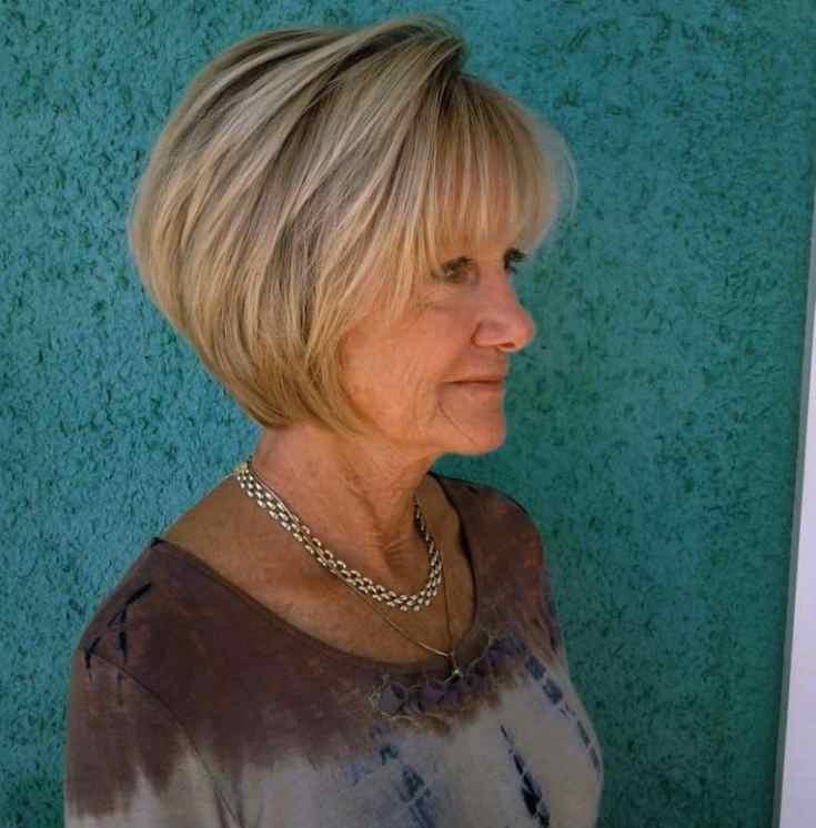 bob frisuren ab 60 Blond geschichteter Kiefer-Länge-Bob