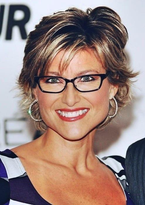 Frisuren für Frauen ab 50 mit Brille und Dünnem Haar
