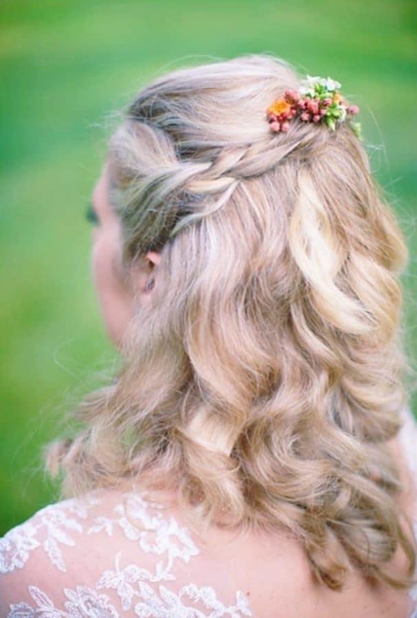 Neuer Einfache Frisuren Hochzeit ideen Weiche Wellen mit Floral Pin