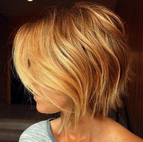 Sonnengeküsste unordentliche Bob-Haarschnitte