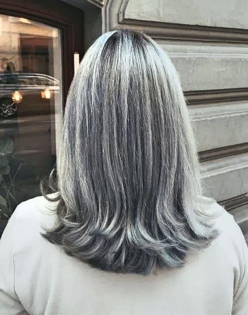 Großartig Damen Frisuren Graue Haare Wunderschönen Grau und geschichtet