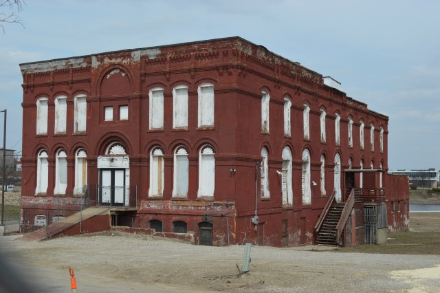 Council grants reprieve for Knutson Building