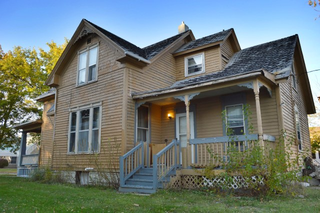 Advocates hope to save 1890s home as church seeks demolition