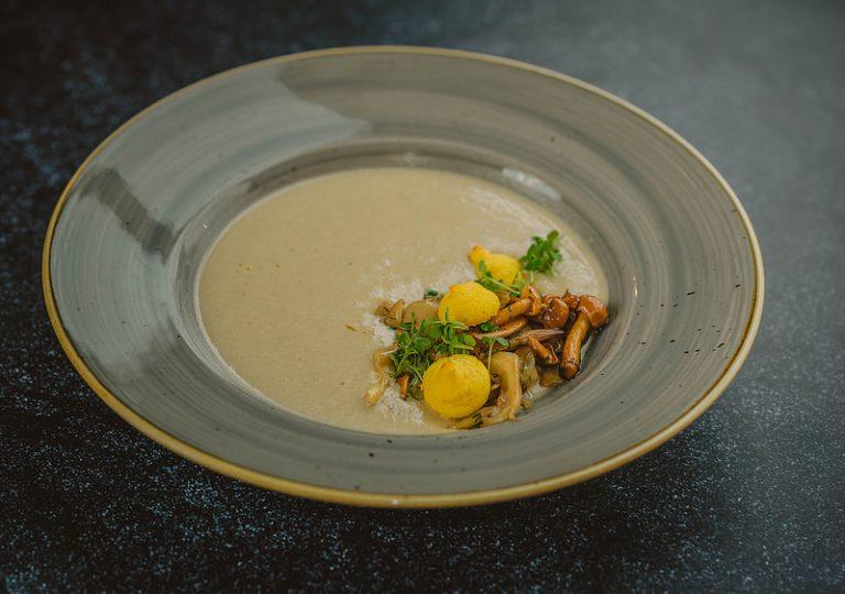 cuisiner pieds de champignons en soupe