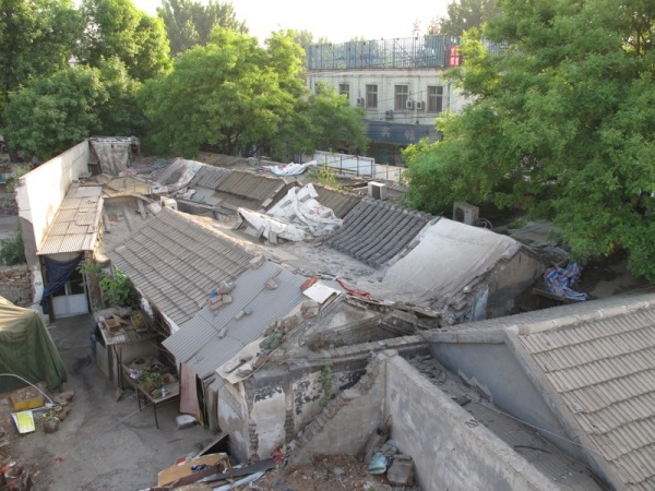 Beijing-China-Photograph-Homes-behind-a-hidden-bridge
