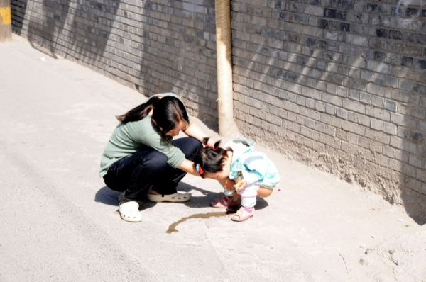 Beijing-China-Photograph-Kids-Toilets-Everywhere