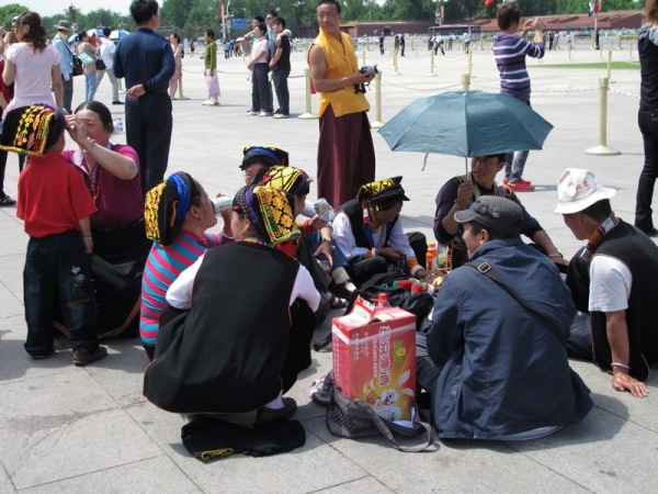 Beijing-China-Photograph-National-Costume-Tourists