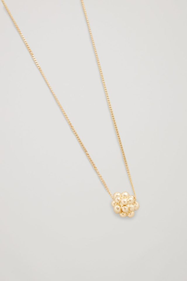 https://www.cosstores.com/en_usd/women/jewellery/product.cluster-shape-short-necklace-gold.0706321002.html