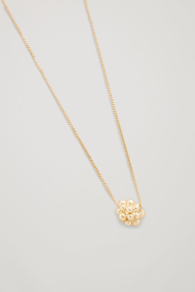 https://www.cosstores.com/en_usd/women/jewellery/product.cluster-shape-short-necklace-gold.0706321002.html