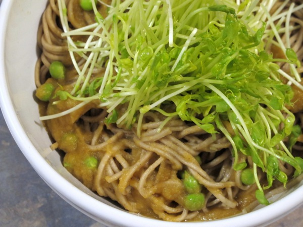 Food-Photograph-Buckwheat-Noodles-with-Peas-and-Zucchini-Miso-Dressing-Recipe