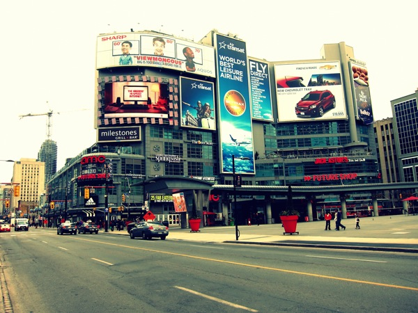 Photograph-Travel-Toronto-Canada-Dundas-Square-Shopping