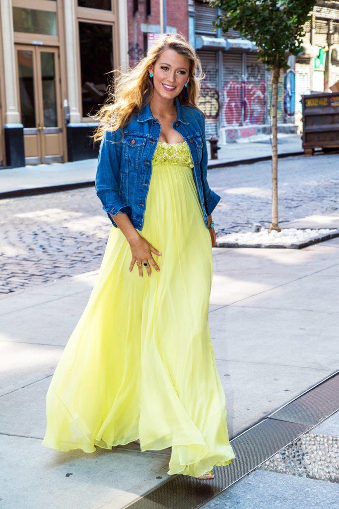 blake-lively-chiffon-yellow-dress-pregnant-style