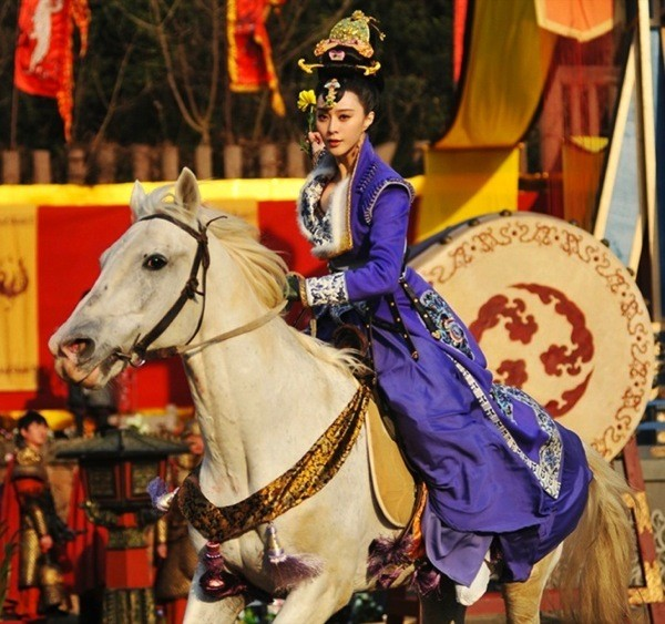 empress-of-china-costumes-fan-bing-bing