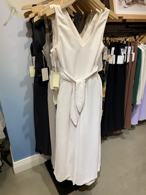 https://www.aritzia.com/en/product/%C3%A9coulement-v-jumpsuit/66770.html?dwvar_66770_color=1274