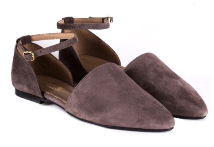 https://www.lintervalleshoes.com/ca/special-prices-women-shoes/low-heel-pumps-strap-taupe-suede-pause.html