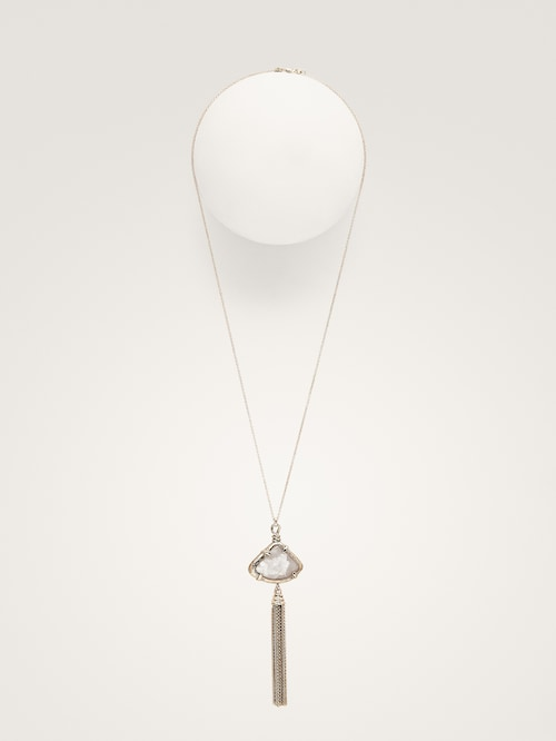 https://www.massimodutti.com/ca/women/collection/accessories/view-all/triangular-stone-and-tassel-necklace-c1522503p8496056.html?colorId=251&categoryId=1522503