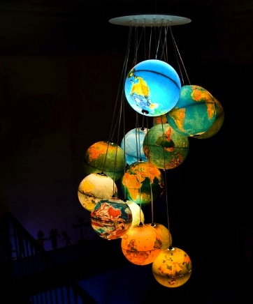 monde-a-lenvers-benoit-vieubled-world-inside-out-hanging-globes-chandelier-illuminated