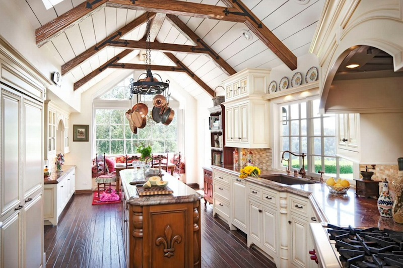 Comfy Farmhouse Kitchen Ideas Savillefurniture