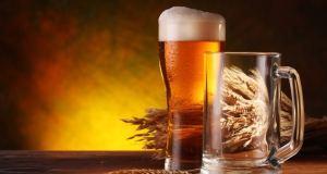 Ćelavost i bore – kako ih savladati uz pomoć piva