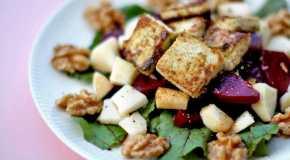 Salata od korijena i povrća od crvene cikle