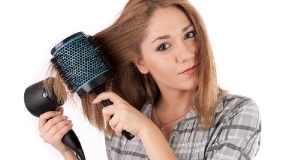 Sušenje kose četkom i sušilom