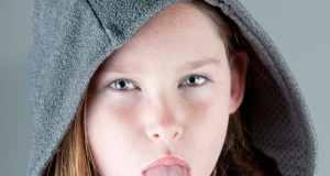 dijete plazi jezik