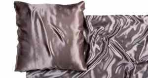 Posteljina od satena za više romantike u krevetu