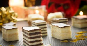 svadbeni kolači na stolu