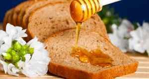 med na integralnoj šniti kruha