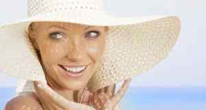 žena s bijelim šeširom