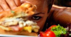 djevojka i hrana