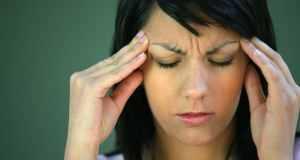ženu boli glava
