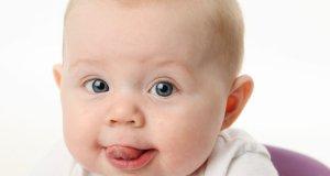 sretna beba
