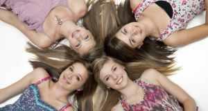 djevojke na podu