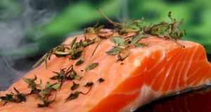 Fileti lososa s tikvicama i rajčicama