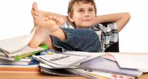 dječak koji uči
