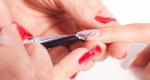 lakiranje noktiju