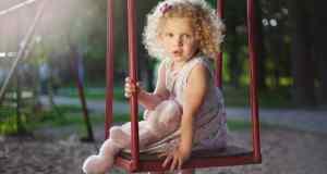 dijete na ljuljačci