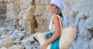 žena na plaži