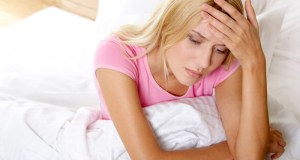 zabrinuta-zena-u-krevetu