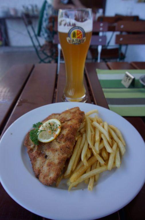Schnitzel and fries from Restaurant Kainz