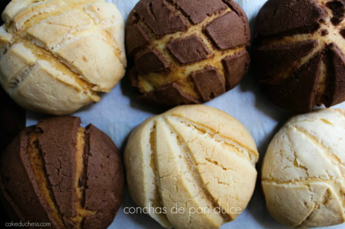 overhead image of conchas de pan dulce