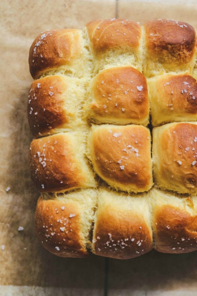 overhead image of a dozen no knead dinner rolls