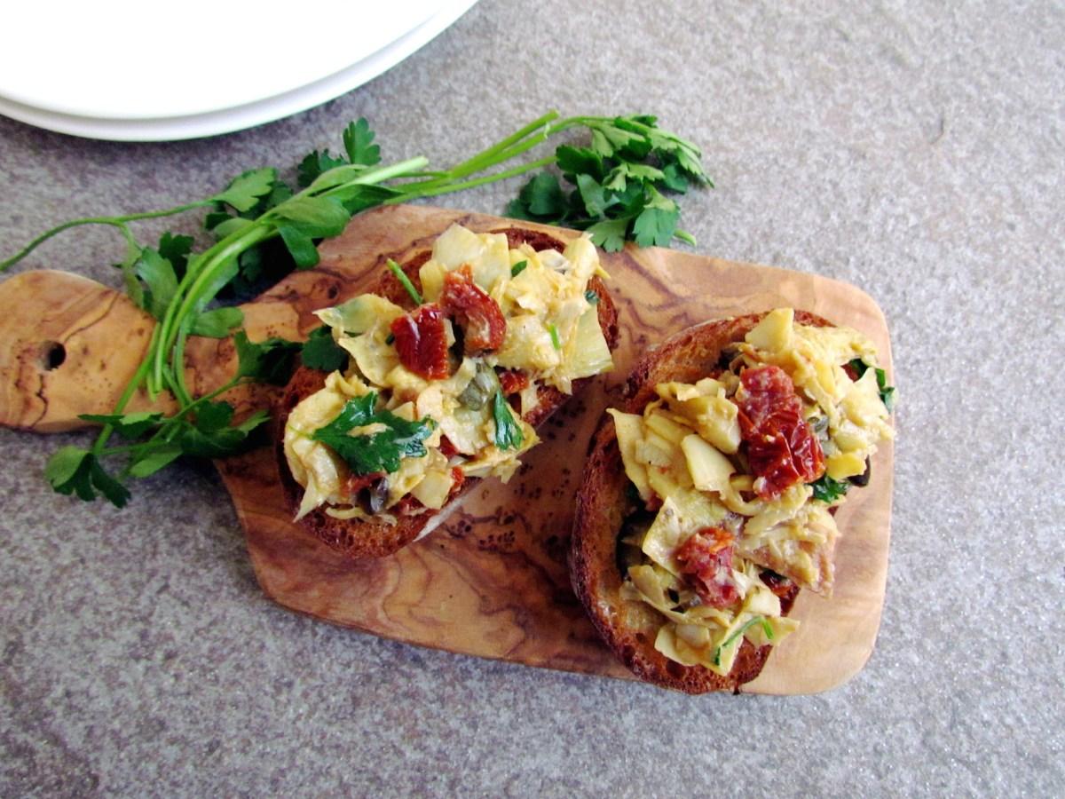 bruschetta aux artichauts et tomates séchées
