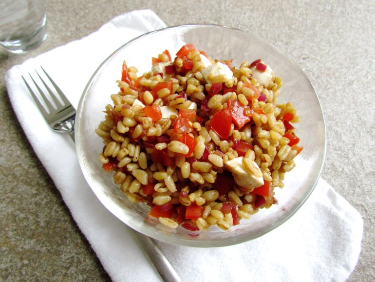 wheat berry caprese salad | www.savormania.com