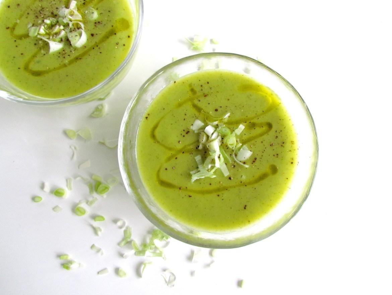 zucchini leek soup | www.savormania.com