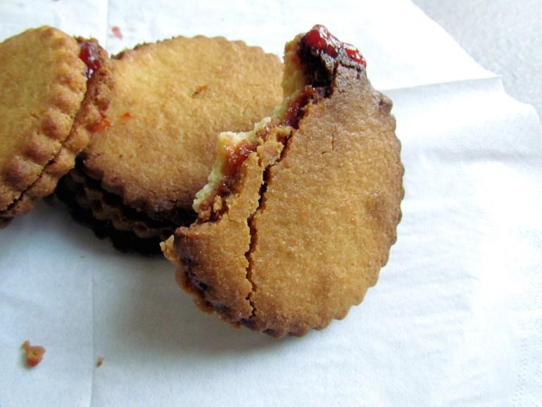 big strawberry jam sandwich cookies   www.savormania.com