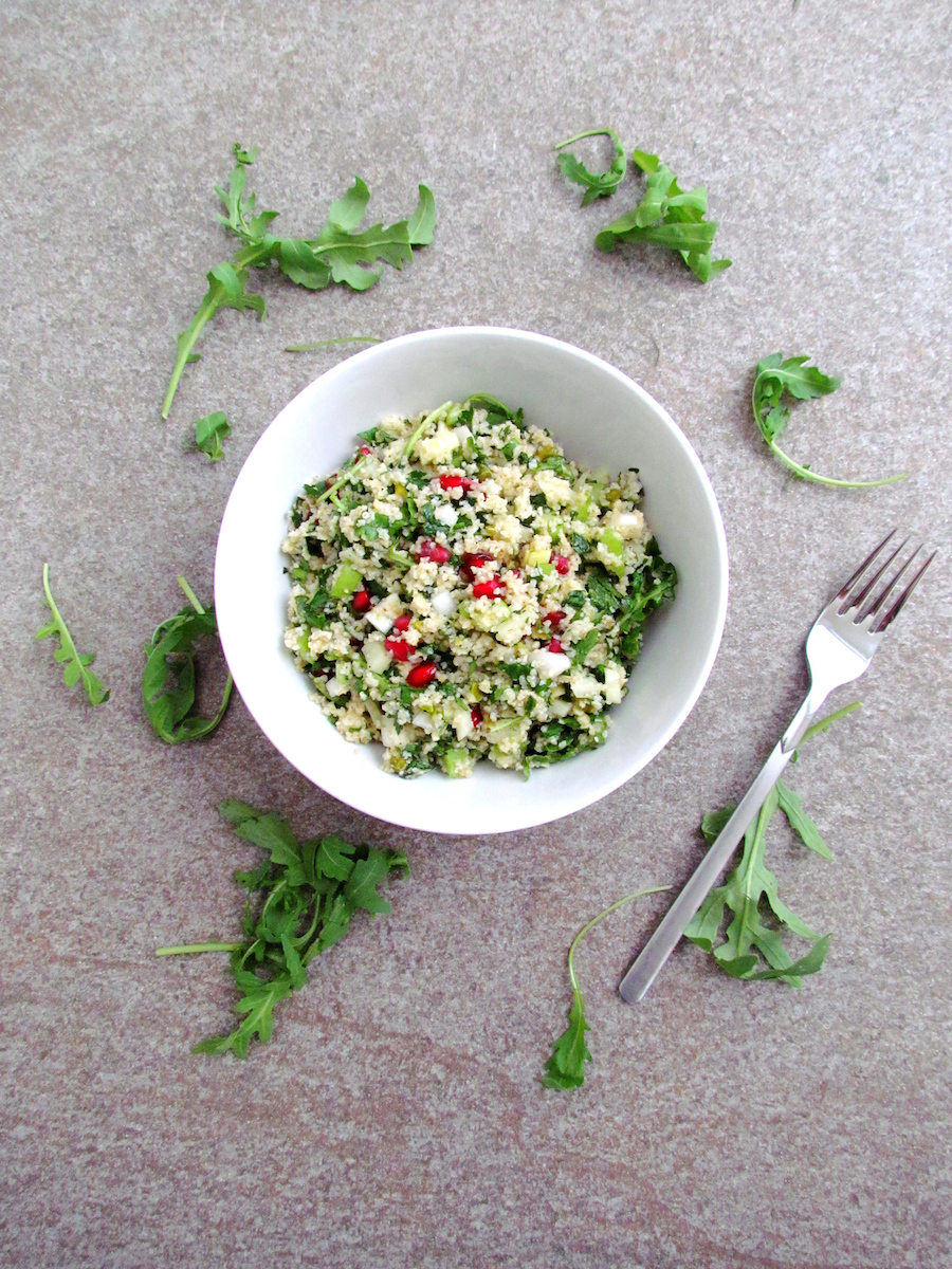 salade de boulgour aux herbes, graines de grenade et pistaches | www.savormania.com